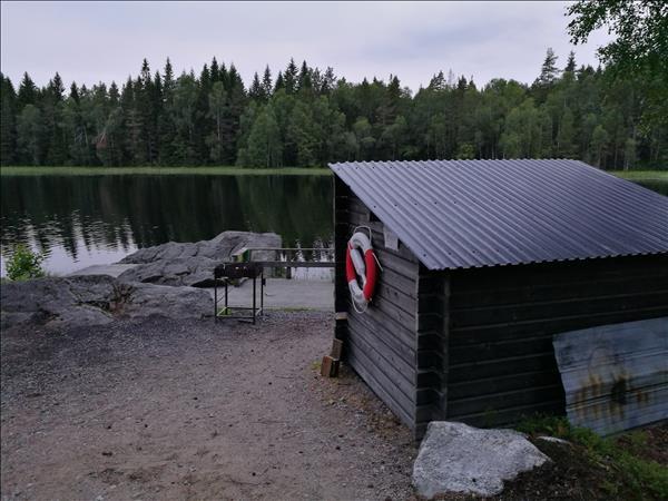 Vy mot sjön från vägen