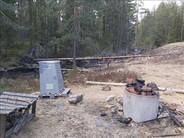Vedförråd och eldstad