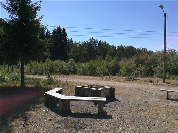Grillplatsen ligger nära kraftledningen