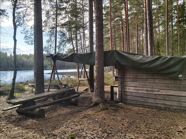 Eldstad och vindskydd nära Svartskissen