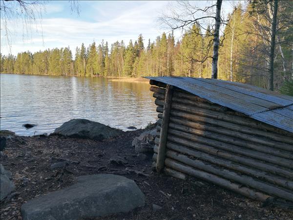 Vindskyddet ligger vid vattnet