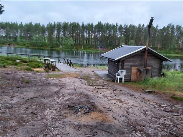Vindskydd och fiskebrygga